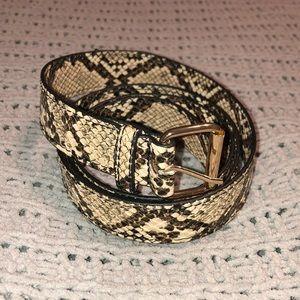 Wild fable snake print belt nwot